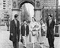 Students of University of New York at Washington Square Arch, Aneka Amerika 102 (1957), p16.jpg