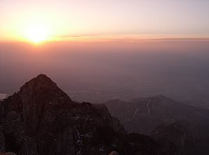 Sunrise at Mt Tai.JPG
