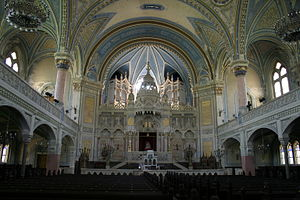 Neolog Judaism - The hall of the Szeged Synagogue.