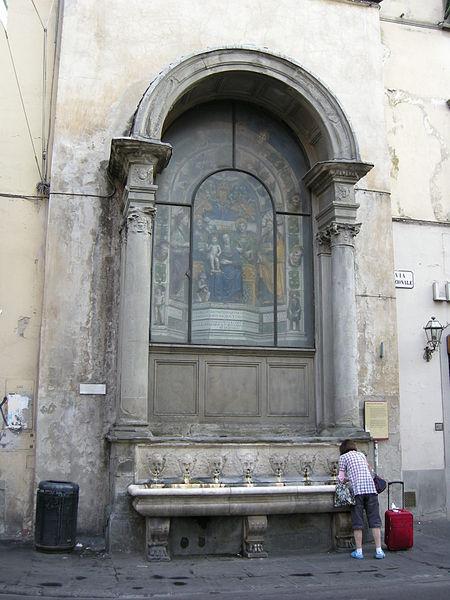 Tabernacolo delle Fonticine, Della Robbia. Photo: wikimedia commons