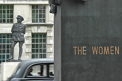 Taxi and Monuments on Whitehall.jpg