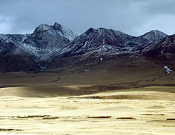 Typical scenery of the Nyainqentanglha Mountains