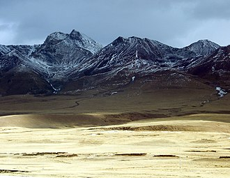 Lhünzhub County - Typical scenery of the Nyainqentanglha Mountains