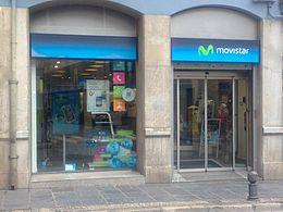 Exterior de un establecimiento Movistar en la ciudad de Granada
