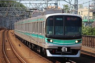 Tokyo Metro 9000 series - 5th-batch set 22 on the Tokyu Meguro Line in July 2017