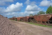 hola....-http://upload.wikimedia.org/wikipedia/commons/thumb/b/b3/Tolvas_transporte_balasto_Tacuaremb%C3%B3_Uruguay.jpg/220px-Tolvas_transporte_balasto_Tacuaremb%C3%B3_Uruguay.jpg