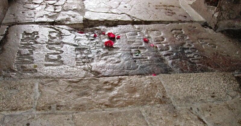 File:Tomb of David IV of Georgia at Gelati.jpg