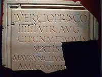 Toulouse - Musée Saint-Raymond - Inscription dédiée à Lucius Vercius Priscus (1).jpg