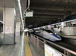 Train of San'yo Shinkansen and platform of Hakata Station.jpg