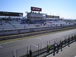 Tribuna recta Circuito del Jarama.jpg