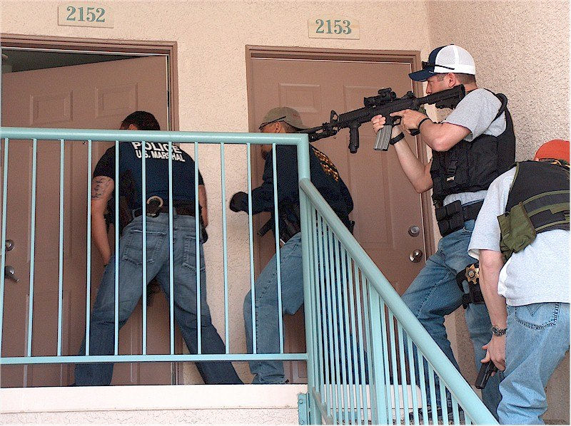 U.S. Marshals knock and announce