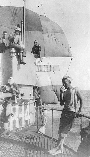 USS R-14 (SS-91) - Image: USS R 14 under sail
