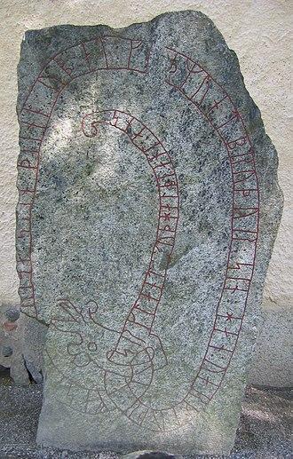 Tillinge Runestone - U 785 is a memorial to a man who died in Serkland.