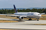 United Airlines, Boeing 777-222, N776UA (18054182943).jpg