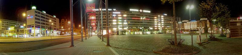 Vasa centrum en efterårsaften i året 2005, med vy over Vasaesplanaden og torvet, samt i baggrunden indkøbscentret Rewell Center.