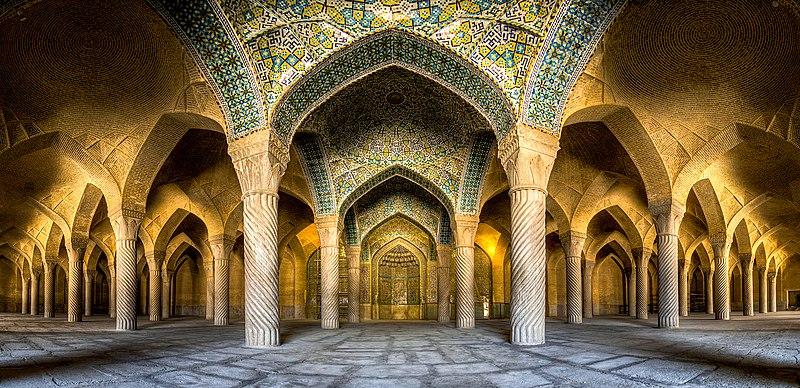 Інтер'єр мечеті Вакіль, Шираз, Іран. Автор фото — Mohammad Reza Domiri Ganji, ліцензія CC-BY-SA-4.0