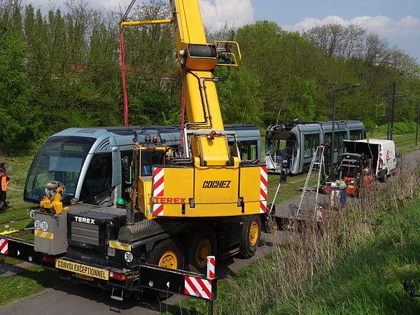 Valenciennes & Anzin - Déraillement de la rame de tramway n° 17 à la sortie du dépôt de Saint-Waast le 11 avril 2014 (065).JPG