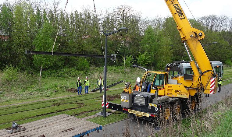 Valenciennes & Anzin - Déraillement de la rame de tramway n° 17 à la sortie du dépôt de Saint-Waast le 11 avril 2014 (105).JPG