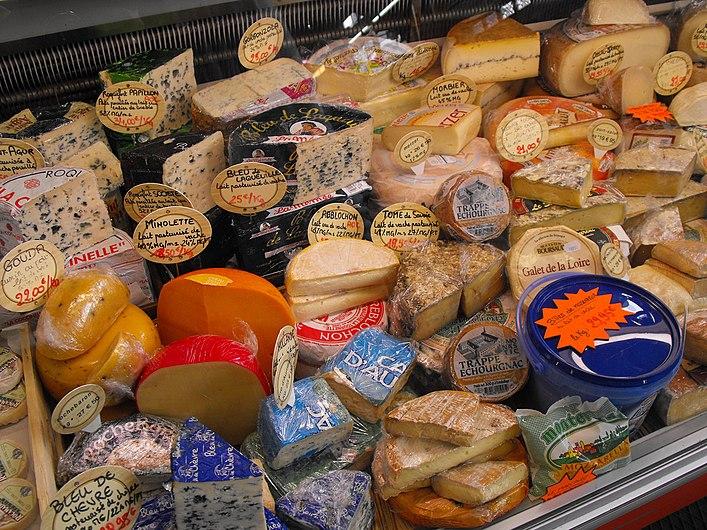 Variedad de quesos franceses.jpg