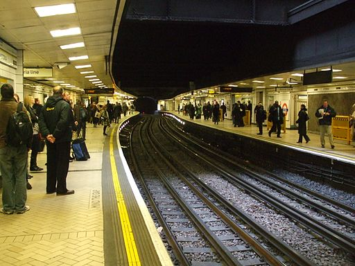 Victoria tube stn Circle District look clockwise