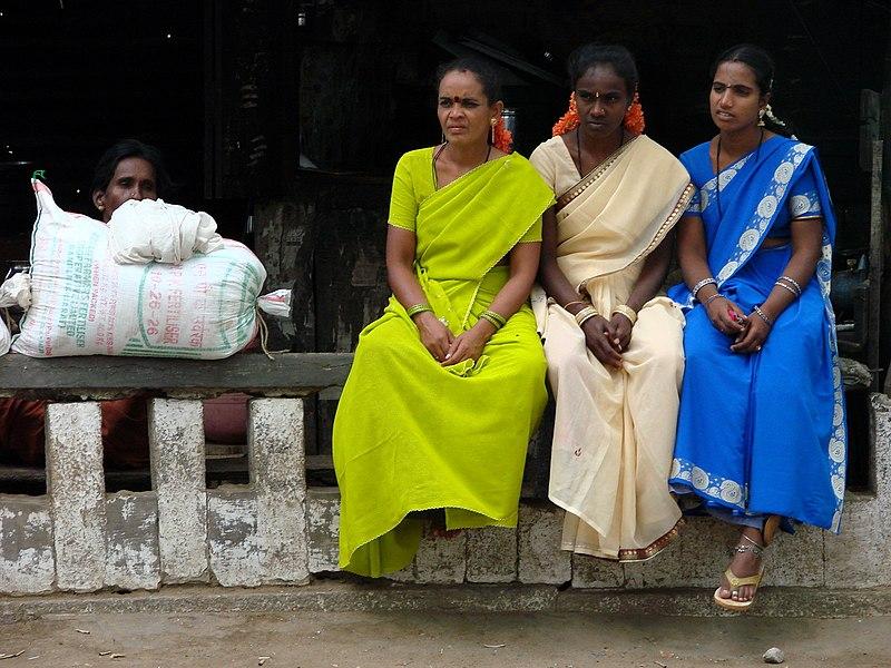 ராகவனுக்காக அவர் அண்ணன் பார்த்த பெண்...! - Page 2 800px-Village_Women_at_a_Crossroads_-_Near_Mysore_-_India