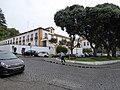 Vista geral do palácio e do parque de estacionamento próximo.jpg