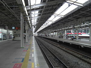 Wakōshi Station - View of the platforms before the addition of platform screen doors, July 2008