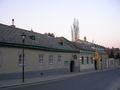 Wien-Neustift Häuserzeile 310305.JPG