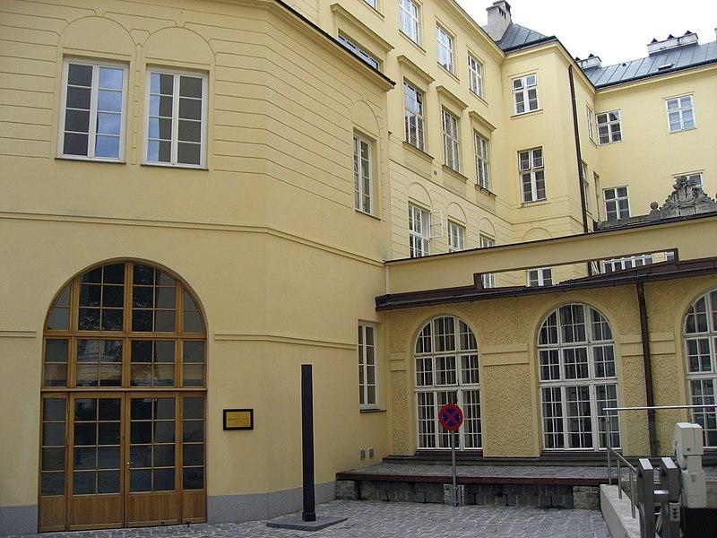 File:Wien Schottengymnasium.jpg