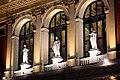 Wiener Musikverein Portal Statuen 2013 nachts.jpg