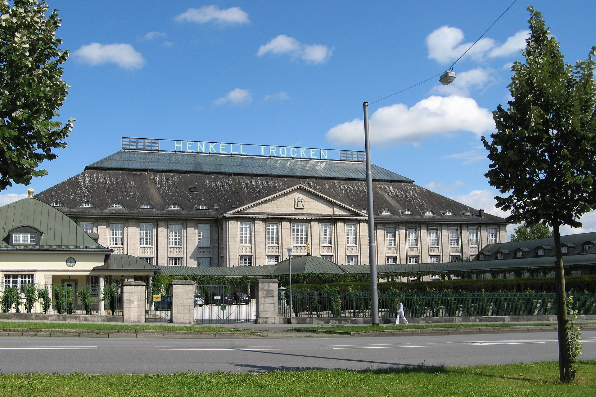 wiesbaden chatrooms A stay at achat premium city-wiesbaden places you in the heart of wiesbaden this hotel is within close proximity of wiesbaden town hall and goldgasse rooms.