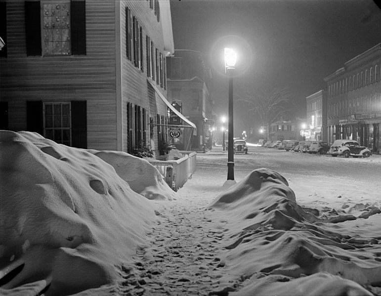 File:Woodstock-Wolcott-snowy-night.jpeg