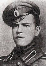 https://upload.wikimedia.org/wikipedia/commons/thumb/b/b3/Zhukov1916.jpg/150px-Zhukov1916.jpg