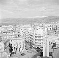 Zicht op Beiroet van een van de daken, Bestanddeelnr 255-6172.jpg