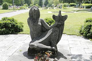 Sitzende Frau mit Taube