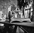 """""""Mašina""""- star ameriški šivalni stroj, Sv. Vrh 1951.jpg"""