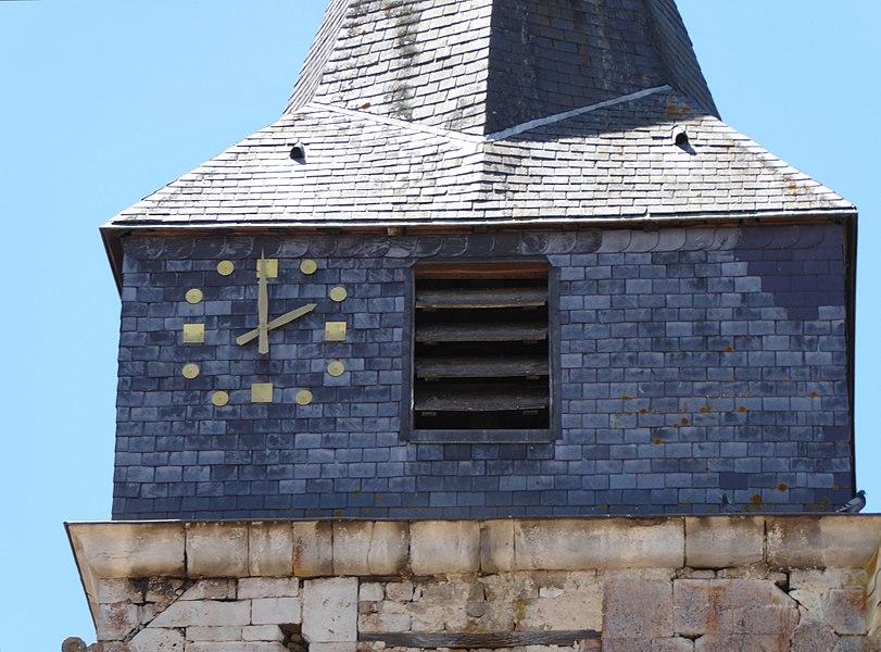 Détail du clocher de l'église Saint-Brice d'Autreville dans le département des Vosges en France.