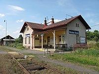 Železniční zastávka Hrubá Skála.JPG