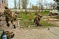 Бійці бригади морської піхоти під час навчального бою з британцями (27771510653).jpg