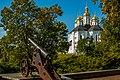 Катерининська церква, вид з валу з пушкою.jpg