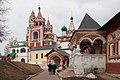 Колокольня (звонница) с церковью Сергия Радонежского (на заднем плане).jpg