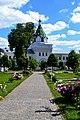 Корпус архиерейский (Святые ворота с надвратной церковью Хрисанфа и Дарии).jpg