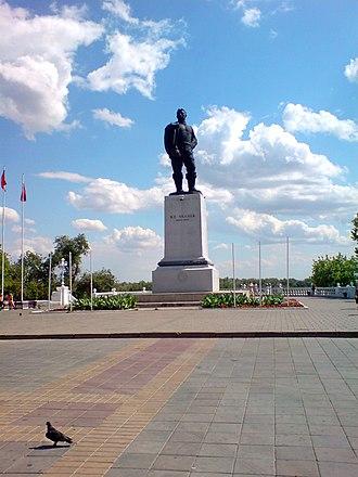 Valery Chkalov - Image: Памятник В. П. Чкалову, набережная р. Урал