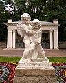 """Скульптура """"Борющиеся купидоны"""". Ессентуки, Лечебный парк, нижняя аллея.jpg"""
