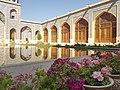 حیاط مسجد نصیرالملک شیراز.jpg