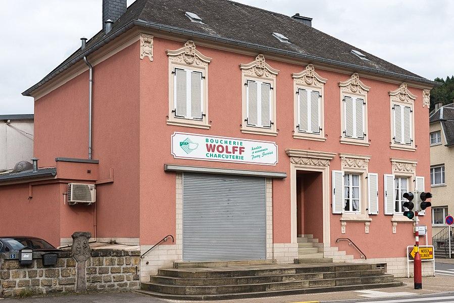 D'Metzlerei Wolff, 1, Dikrecherstrooss zu Lëntgen.