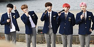 A.C.E busking in Banpo-dong, November 2019 From left: Chan, Donghun, Jun, Kim Byeongkwan, Wow