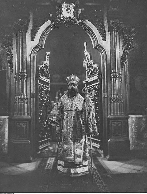 > Pope Dionizy Waledyński dans l'église orthodoxe Sainte Madeleine de Varsovie en 1925.