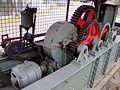 1937 Antriebsketten und Zahnräder am ausgetauschten und ausgestellten MAN-Walzenwindwerk, vor dem Walzenwerk in Celle, Torplatz 3.jpg