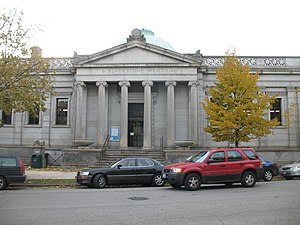 Kenwood, Chicago - Image: 20061028 Blackstone Library Front